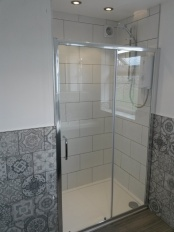 bathroom_gray-and-white_low-res1