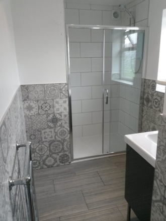 bathroom_gray-and-white_low-res2