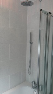 bathroom_gray-and-white_low-res4