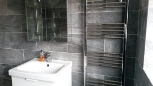 bathroom_gray-and-white_low-res7