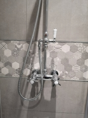 Andy and Jayne_Bathroom_Shower Handles