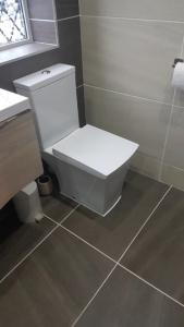 Dronfield_Bathroom_Toilet